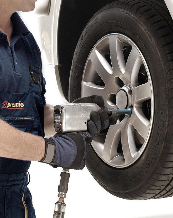 Laat u banden altijd monteren door een specialist, bandenmontage bij Premio Banden en autoservice